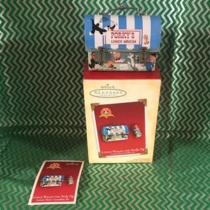 Hallmark Keepsake ornament - Looney Tunes